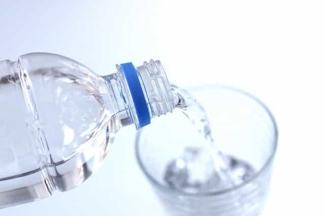 お腹が空いたら水を飲む習慣をつける